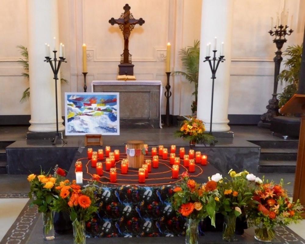 Trauerfeier Gestaltung, Blumen, Kerzen