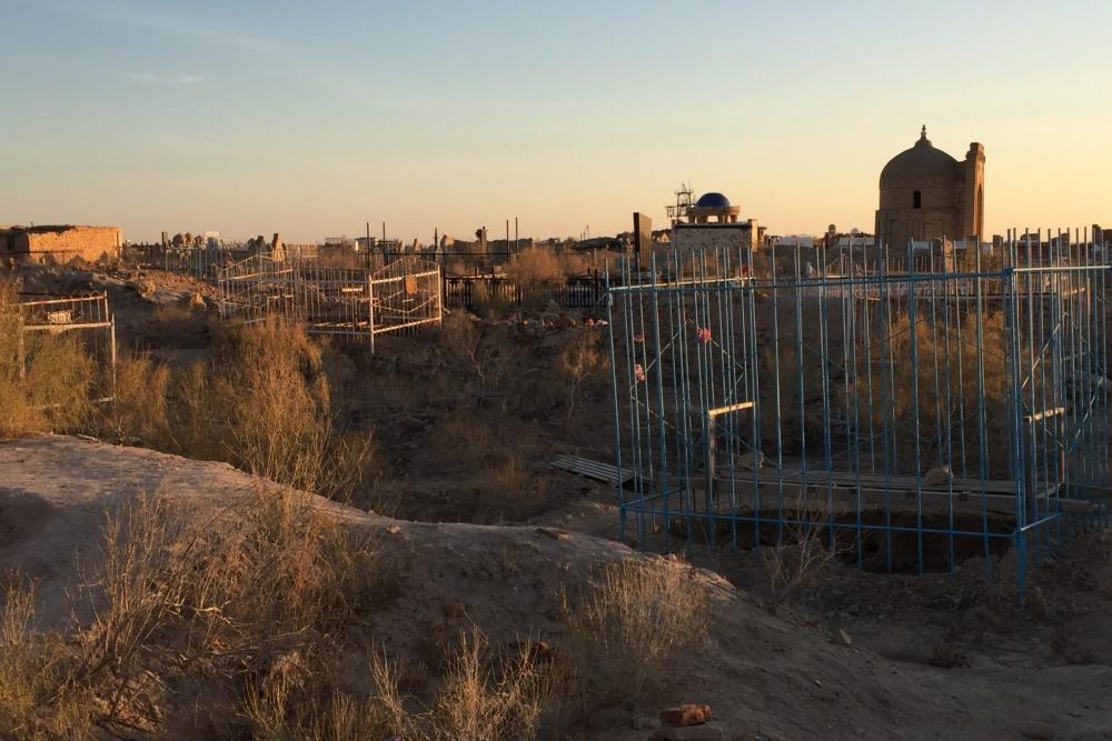 Gräber auf Friedhof in Usbekistan